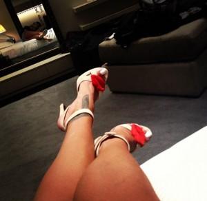 rihanna-selfie-lips-heels