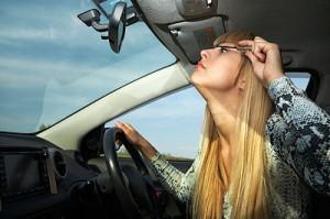 applying-makeup-while-driving-kills