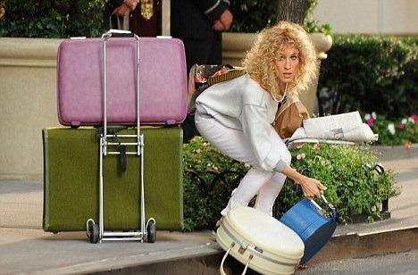 girl-packing-micmi-fashion-blog